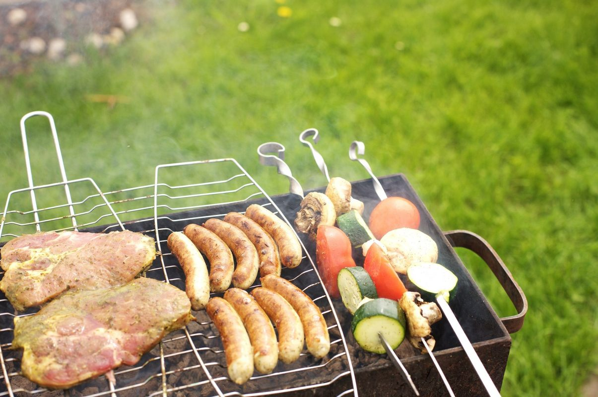lawn maintenance tips for outdoor parties